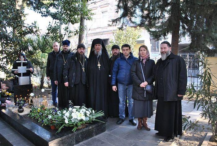 У могилы схиархимандрита Виталия (Сидоренко)