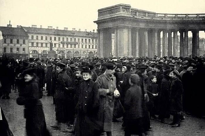 Студенческая демонстрация у Казанского собора 4 марта 1901. Фото: Государственный центральный музей современной истории России