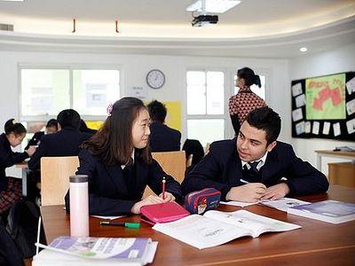 США: Тысячи китайских студентов обращаются ко Христу