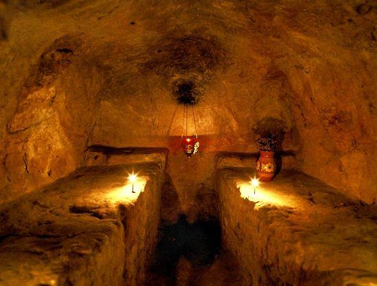 Затворническая келья в пещерах Киево-Печерской лавры