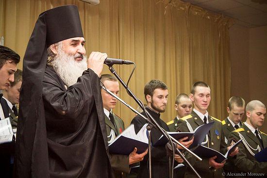 Игумен Варнава с солдатским хором инженерных войск «За веру и Отечество»