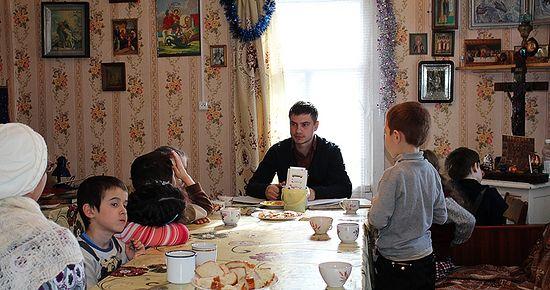 Денис Иванов на уроках в воскресной школе