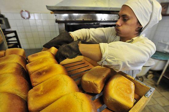 Выпечка хлебы в монастыре