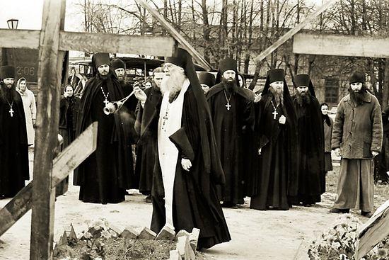 Панихида на могилах убиенных братий