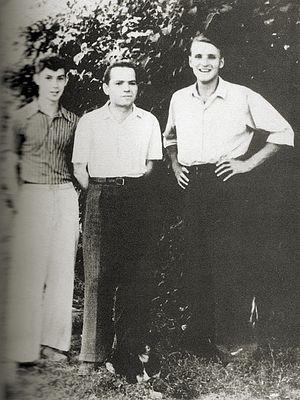 Анатолий и Алексей Солоницыны с отцом Алексеем Федоровичем, журналистом, в те годы собкором газеты «Социалистическое земледелие». 1953 г. Фото из семейного архива