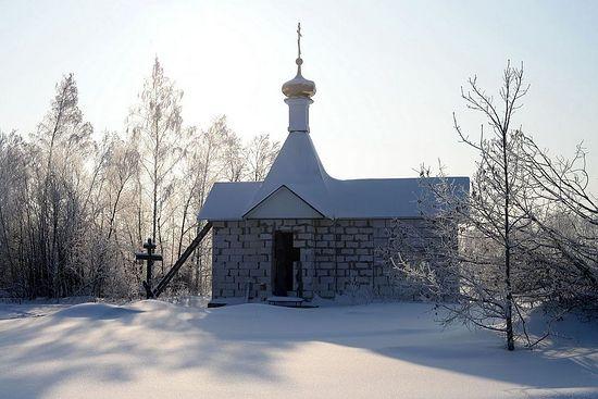 Крест и часовня. Фото:agionoros.ru