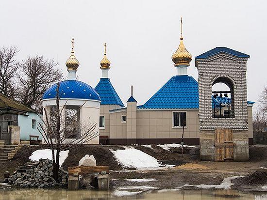 Храм святых апостолов Петра и Павла в поселке Лог. Фото: Александр Куликов