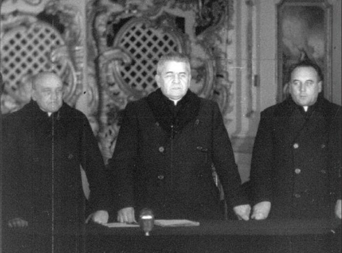 Президиум Львовского Собора: отцы Антоний Пельвецький, Гавриил Костельник и Михаил Мельник