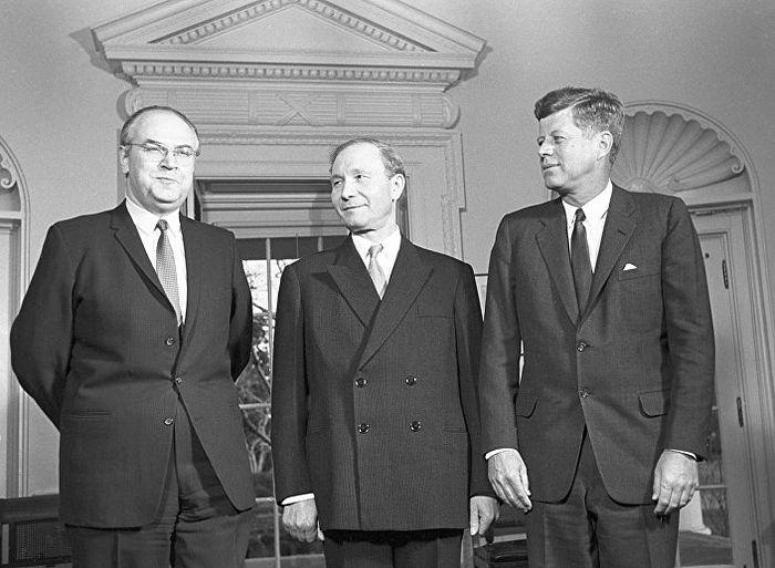 The USSR ambassador to the USA Anatoly Dobrynin, First Deputy Minister of USSR Foreign Affairs Vasily Kuznetsov, and the US President John Kennedy (from left to right).