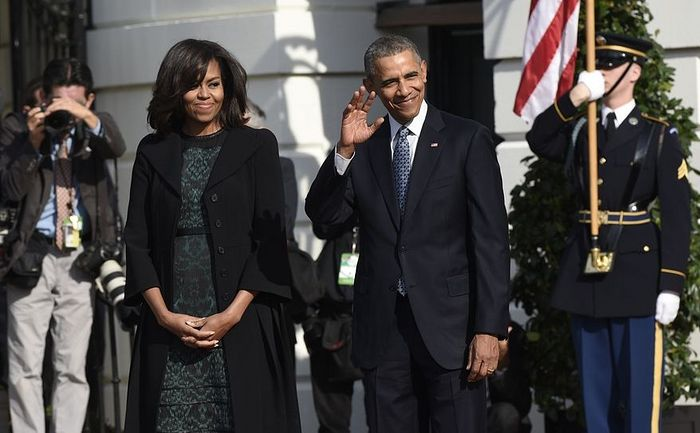 President Barack Obama waves as he waits with first lady Michelle Obama for the arrival of Canadian Prime Minister Justin Trudeau for a state arrival ceremony on the South Lawn of White House in Washington, Thursday, March 10, 2016.