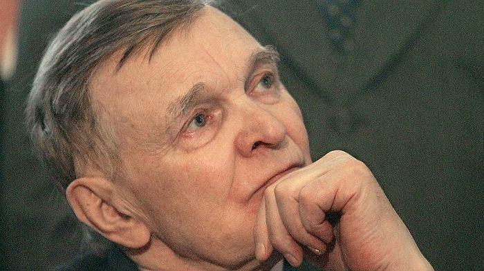 Писатель Юрий Васильевич Бондарев