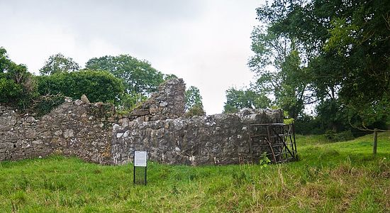 Saighir Monastery's ruins and the stump of tower (photo by Andreas Borchert)
