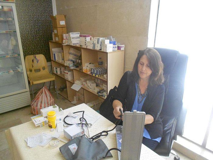 Прием пациентов в клинике св. Иосифа халдейской католической церкви, Ирак
