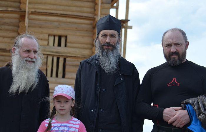 Отец Антоний с помощниками