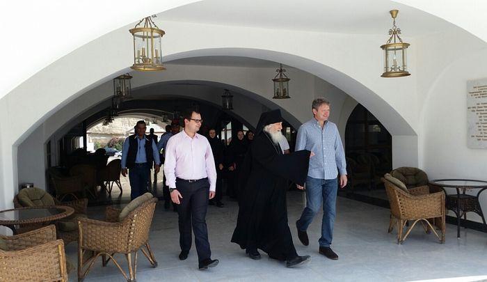 Ключарь подворья архимандрит Сергий (Объедков) встречает гостей