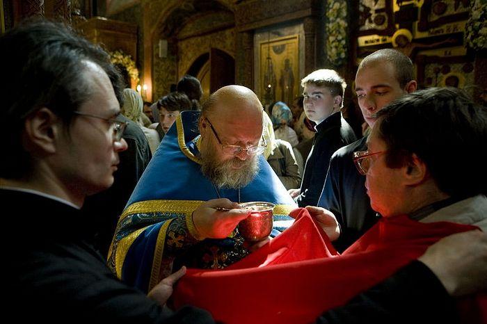 Причащение. Фото: Православие.Ru