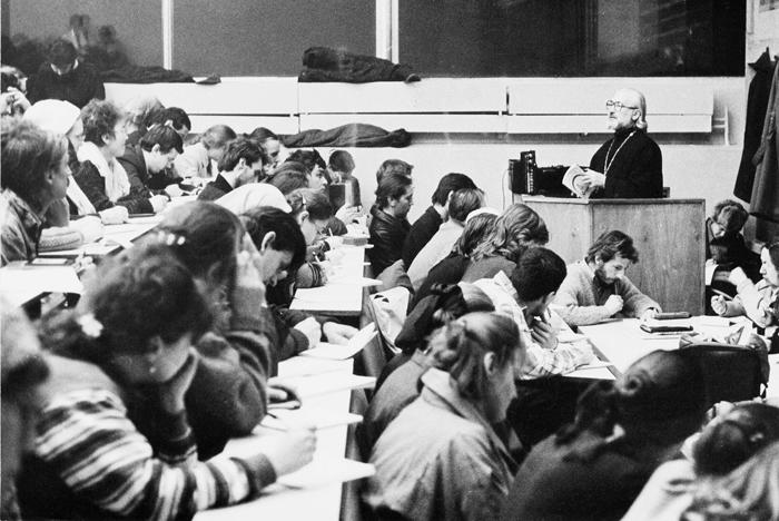 Лекция отца Владимира Воробьева в Первом гуманитарном корпусе МГУ, 1992 год