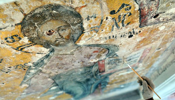 Реставрация надвратной иконы Спаса Смоленского на Спасской башне Московского Кремля. Фото: Валерий Шарифулин/ТАСС