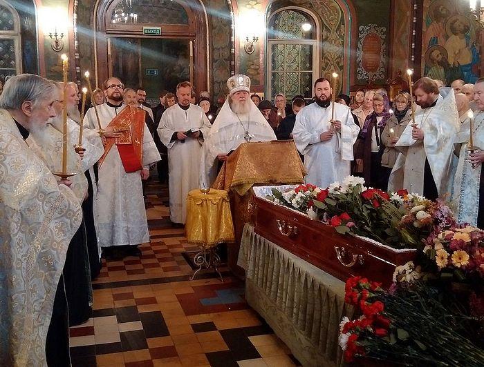 Отпевание раба Божия Сергия Зегжды в Петергофском Петропавловском соборе 5 октября 2015 года