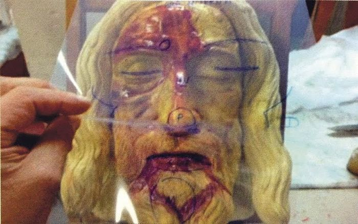 Transparency acetate on three-dimensional model used in the investigation of Juan Manuel Miñarro . LINTEUM - See more at: http://aleteia.org/2016/04/11/new-study-the-shroud-of-turin-and-the-sudarium-of-oviedo-covered-the-same-person/#sthash.vwSOMwm7.dpuf