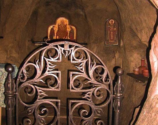 Пещерный храм в честь Архистратига Михаила. Алтарная часть