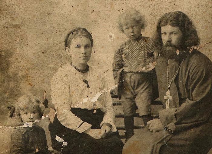 Священник Алексий Поведский с семьей