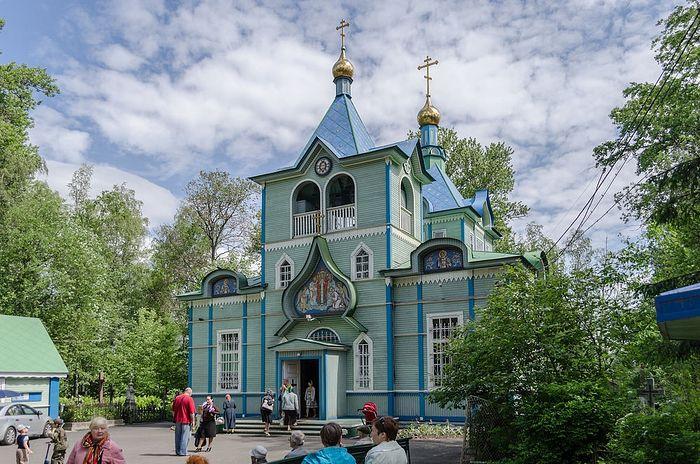 Церковь прп. Серафима Саровского на Серафимовском кладбище Санкт-Петербурга
