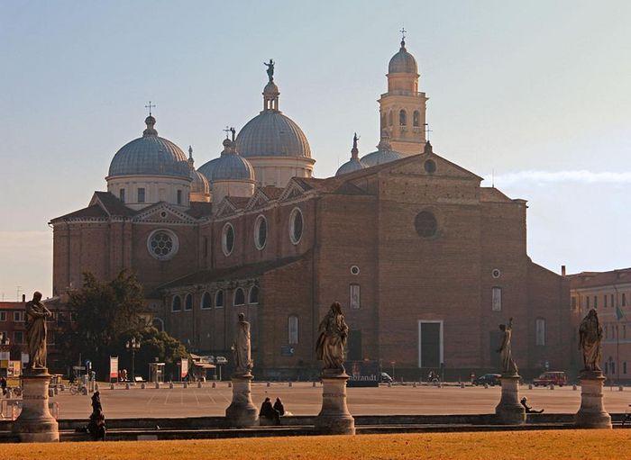 Базилика Св. Иустины в Падуе