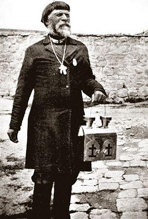 Православный паломник с Благодатным огнем