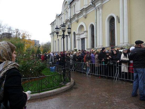A queue to St. Matrona in Moscow Protection Convent.