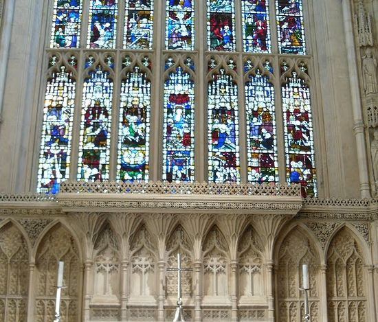 The Stained glass window in the chancel of Bath Abbey (photo by Irina Lapa)