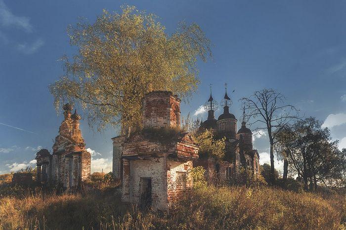 Церковь Воскресения Христова в селе Остров Гаврилов-Ямского района Ярославской области