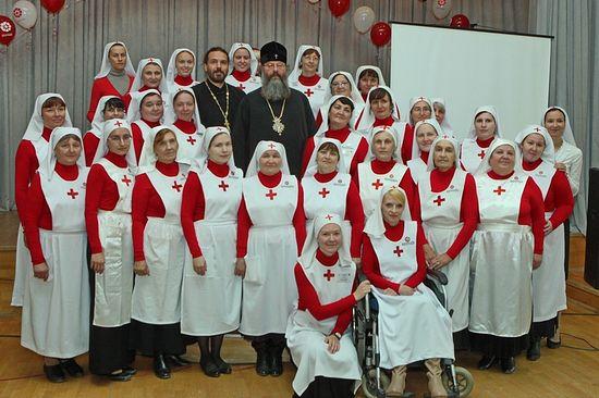С сестрами Свято-Пантелеимоновского сестричества милосердия
