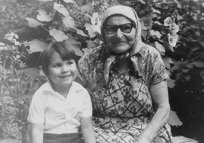 Прабабушка Александра с правнучкой, будущей монахиней Олимпиадой, с чьих слов и записан этот рассказ