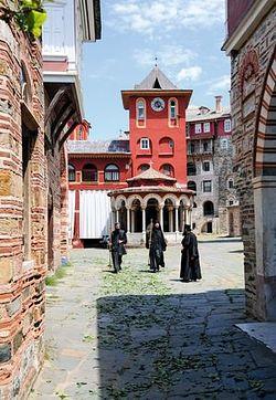 Монастырь Ватопед хранит более десятка величайших святынь Православия.