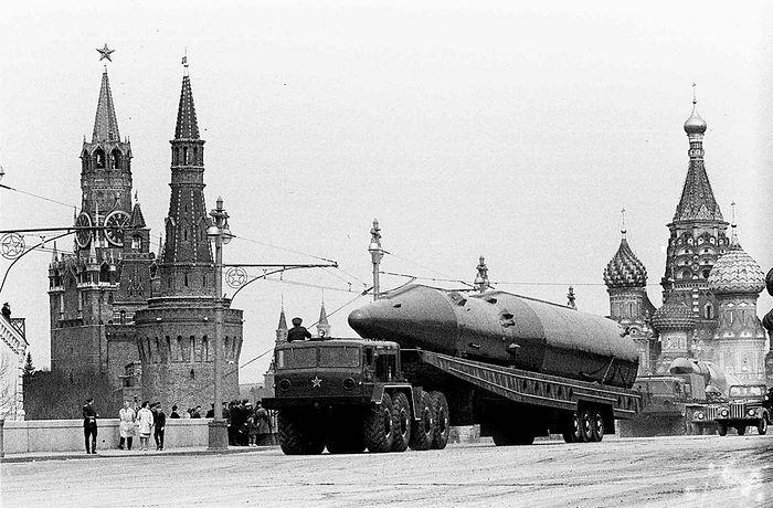Межконтинентальная баллистическая ракета на Параде Победы на Красной площади в Москве, 9 мая 1965. Фото: AP