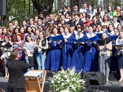 На площади перед Смольным собором Санкт-Петербурга состоялся хоровой фестиваль