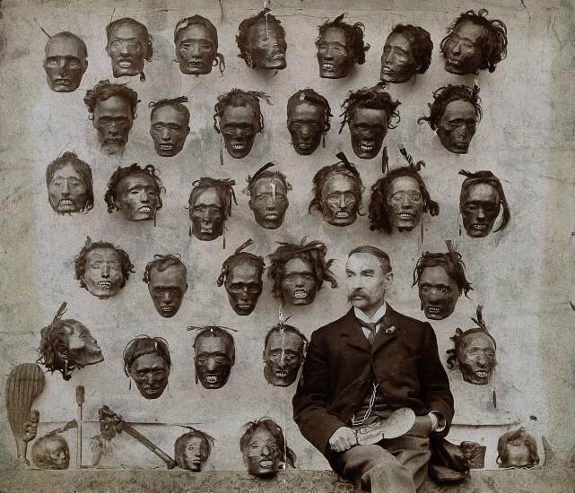 Коллекция засушенных голов новозеландцев племени маори, собранная британским офицером Горацио Робли. Фото 1895 г.