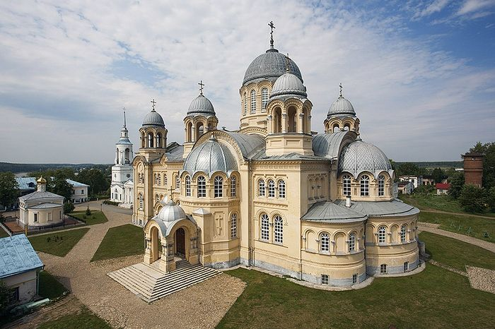 Праведному Симеону посвящен второй по величине в России после храма Христа-Спасителя Крестовоздвиженский собор, расчитанный на 10 тыс. человек