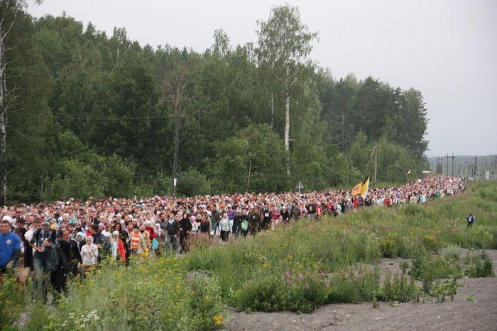 Симеоновский крестный ход всегда привлекает тысячи людей со всей России