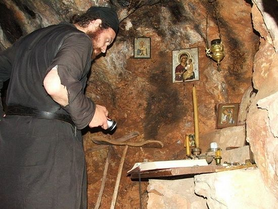 Пещеры природного происхождения на Святой Горе Афон