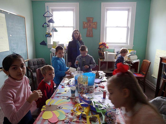 Ксения ведёт урок в воскресной школе