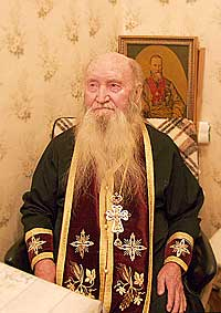Отец Даниил в келье. Фото: Православие.Ru