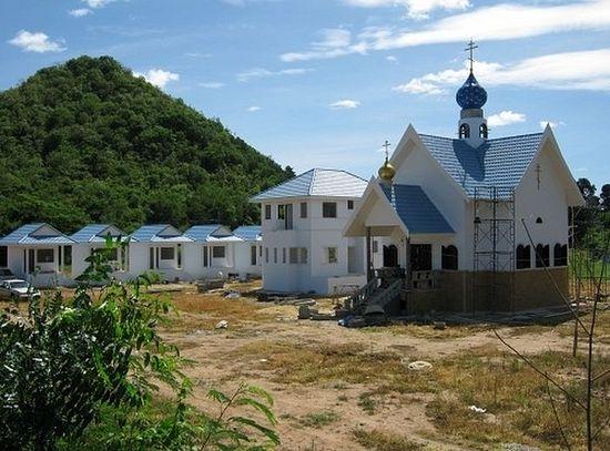 Тајланд. Мушки манастир Успења Пресвете Богородице, провинција Ратчабури.