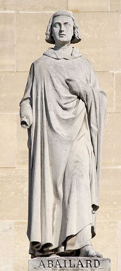 Статуя Петра (Пьера) Абеляра на здании Луврского дворца в Париже