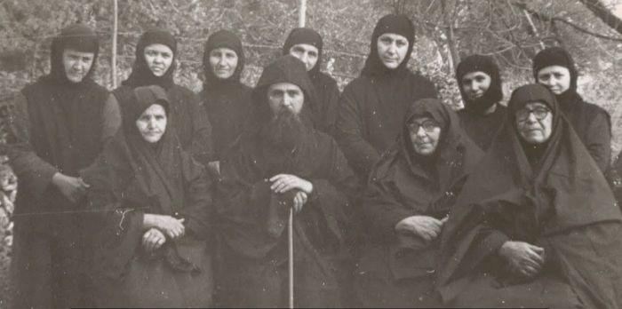 Старец Ефрем с сестрами