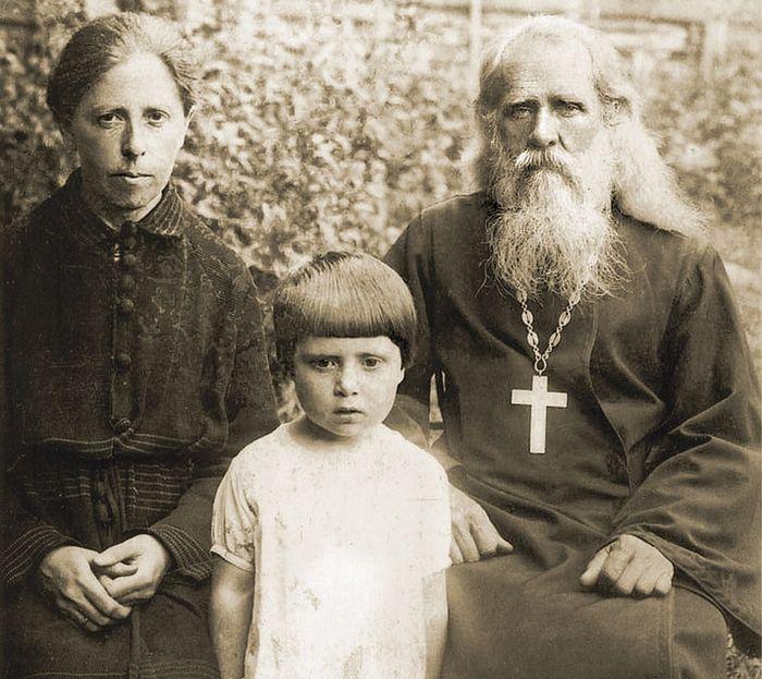 Супруги Воробьевы и дочь Елизавета, 1932–1933 годы