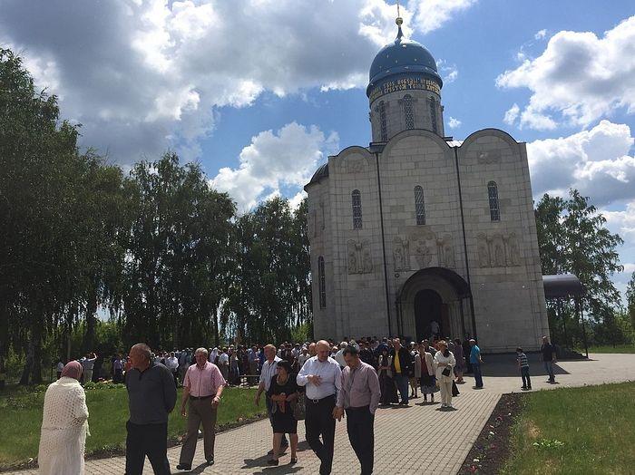 У Покровского храма в с. Мармыжи