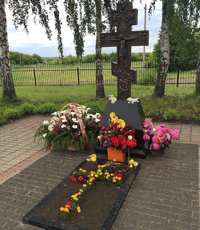 Могила В.М. Клыкова в ограде храма Покрова Пресвятой Богородицы в с. Мармыжи