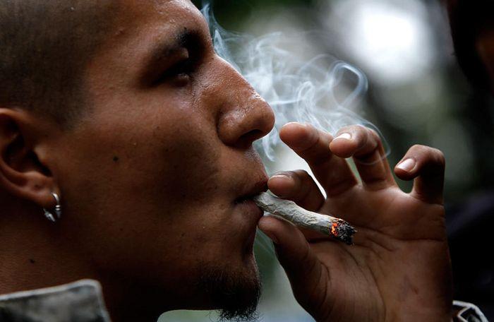 Мама наказала сына за сигареты